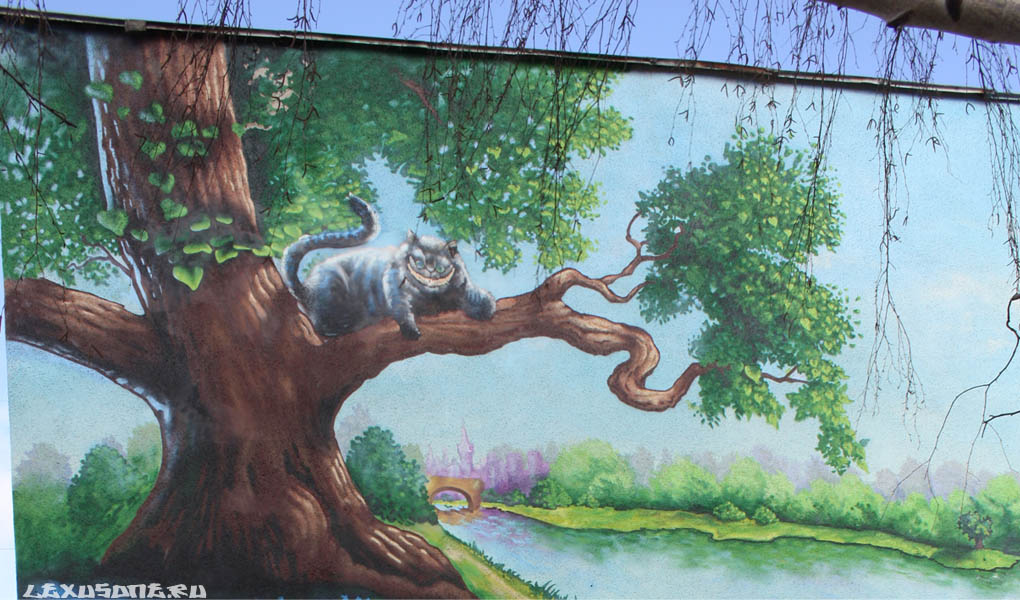 Граффити на фасаде детского дома 2010 год