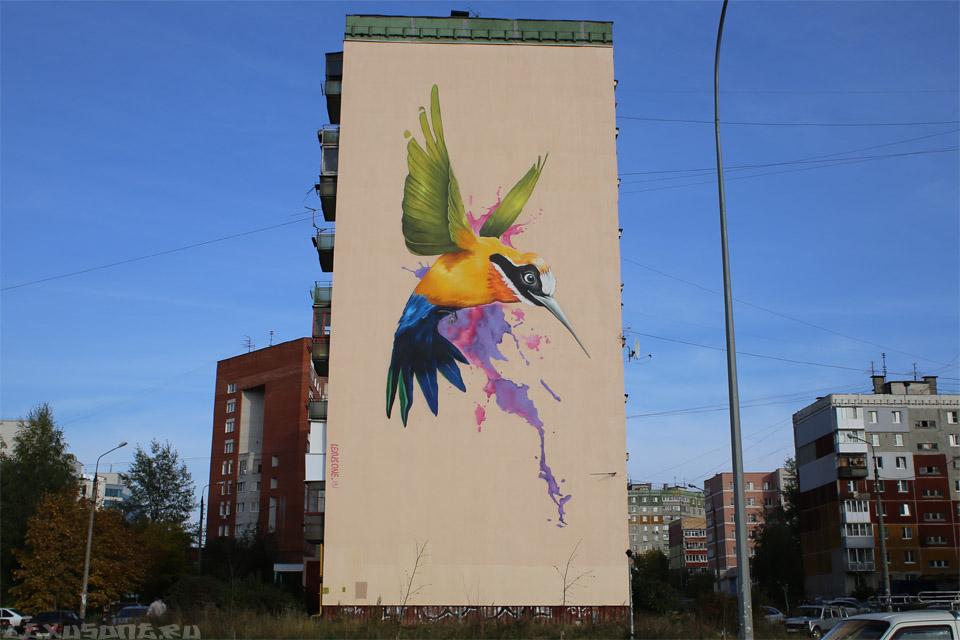 Стрит арт на фасаде дома